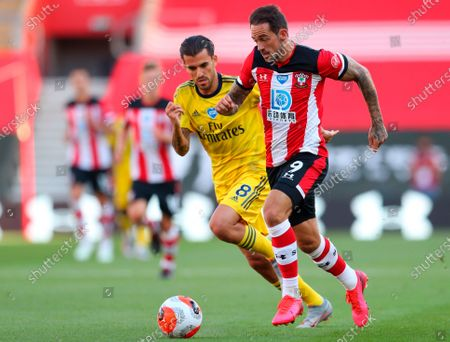 Southampton's Danny Ings (R) in action against Arsenal's Dani Ceballos (L) during the English Premier League soccer match between Southampton FC and Arsenal FC in Southampton, Britain, 25 June 2020.