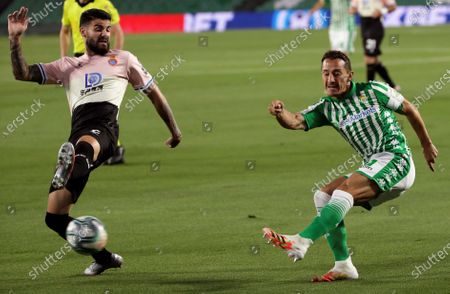 Betis' Jose Andres Guardado (R) in action against Espanyol's Gonzalo Avila 'Pipa' (L) during the Spanish La Liga soccer match between Real Betis and RCD Espanyol at Benito Villamarin stadium in Seville, southern Spain, 25 June 2020.