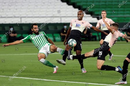 Betis' Borja Iglesias (L) in action against Espanyol players Naldo Gomes (C) and David Lopez Silva (R) during the Spanish La Liga soccer match between Real Betis and RCD Espanyol at Benito Villamarin stadium in Seville, southern Spain, 25 June 2020.