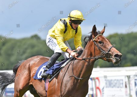 Baarrji (Tom Marquand) wins The Sky Sports Racing 415 Maiden Stakes (Div ll).