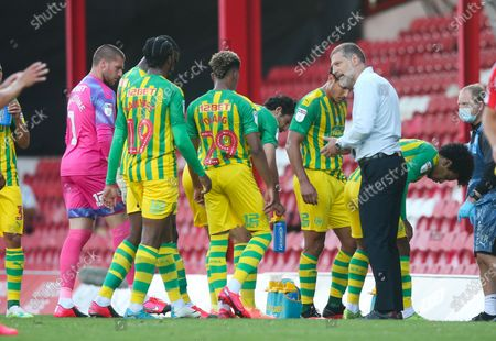 West Bromwich Albion Manager Slaven Bilic talks with the players during the drinks' break