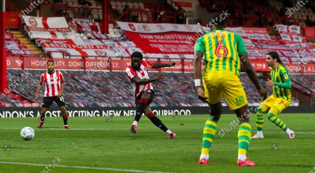 Josh Dasilva of Brentford misses a clear chance on goal in the 2nd half from about the penalty spot