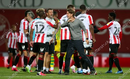 Brentford Manager Thomas Frank celebrates victory with an elbow bump with  Kamohelo Mokotjo of Brentford
