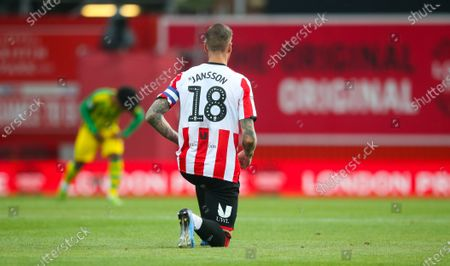 Pontus Jansson of Brentford takes a knee before the match