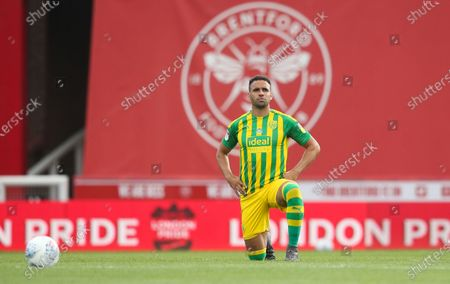 Hal Robson-Kanu of West Bromwich Albion takes a knee before kick off