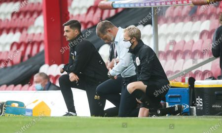 West Bromwich Albion Manager Slaven Bilic takes a knee before kick off