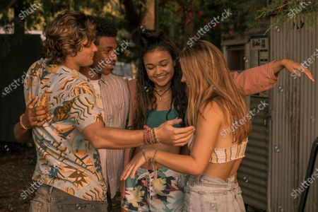 Chase Stokes as John B, Jonathan Daviss as Pope, Madison Bailey as Kiara and Madelyn Cline as Sarah Cameron