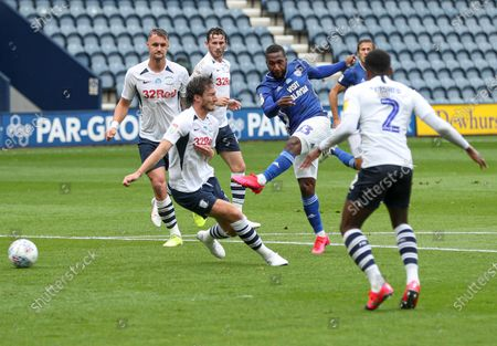 Junior Hoilett of Cardiff City shoots at goal
