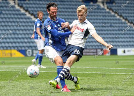 Jayden Stockley of Preston North End shoots at goal