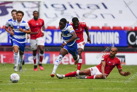 Olamide Shodipo of QPR escapes the tackle from Darren Pratley of Charlton Athletic