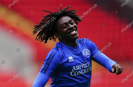 Eberechi Eze of QPR warms up