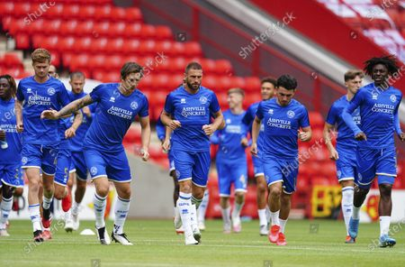 QPR players warm up
