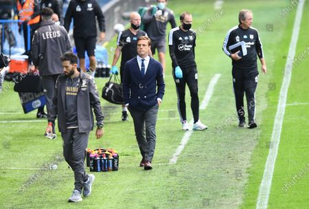 Fulham Manager Scott Parker leaves the pitch at half time