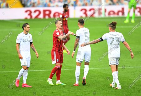 Stefan Johansen of Fulham and Ben White of Leeds United bump fists at full time