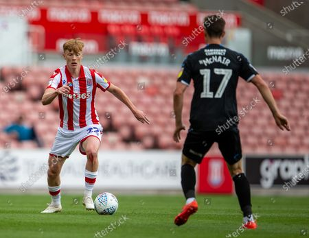Bet365 Stadium, Stoke, Staffordshire, England; Sam Clucas of Stoke City takes on Paddy McNair of Middlesbrough; English Championship Football, Stoke City versus Middlesbrough.
