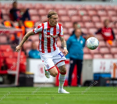 Bet365 Stadium, Stoke, Staffordshire, England; James McClean of Stoke City chases a loose ball; English Championship Football, Stoke City versus Middlesbrough.