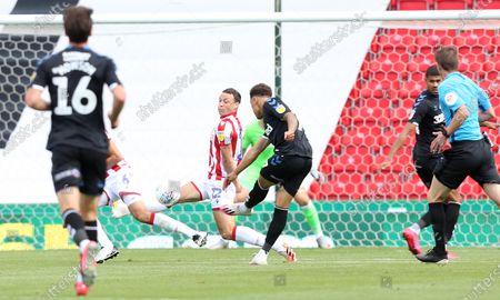 Middlesbrough's Marcus Tavernier scores the second goal