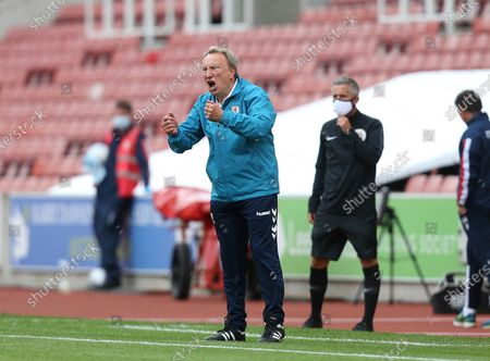 Middlesbrough Manager, Neil Warnock shouts instructions