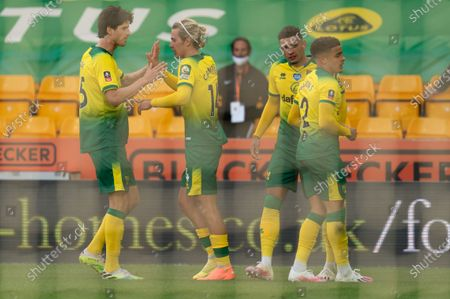 Todd Cantwell of Norwich City celebrates his goal with team-mates, 1-1