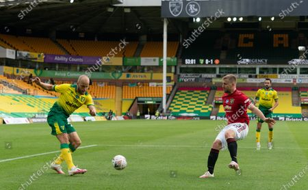 Teemu Pukki of Norwich City and Luke Shaw of Manchester United