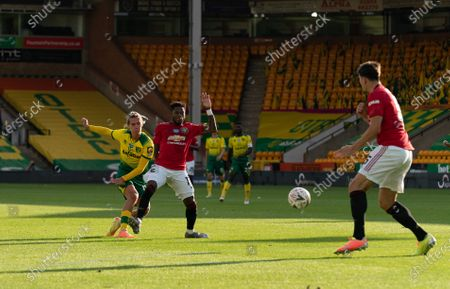 Todd Cantwell of Norwich City scores the equalising goal, 1-1