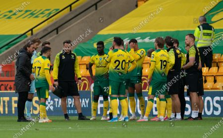 Norwich City Manager Daniel Farke talks to his players during the water break
