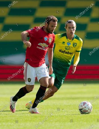 Juan Mata of Manchester United and Todd Cantwell of Norwich City