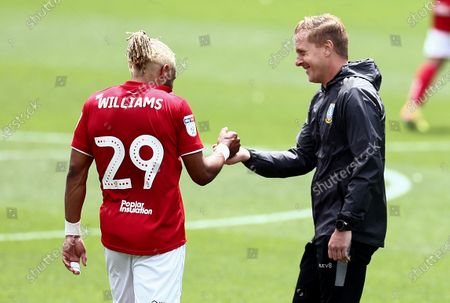 Sheffield Wednesday Manager Garry Monk fist bumps Ashley Williams of Bristol City.