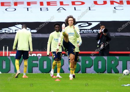 David Luiz of Arsenal warms up ahead of the game