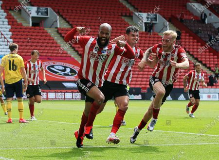David McGoldrick of Sheffield United celebrates scoring a goal to make it 1-1 with his team-mates
