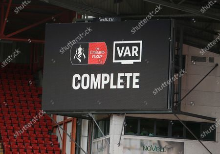 The big screen shows the VAR complete message
