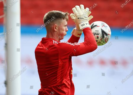 Sheffield United goalkeeper Dean Henderson warms up ahead of the game