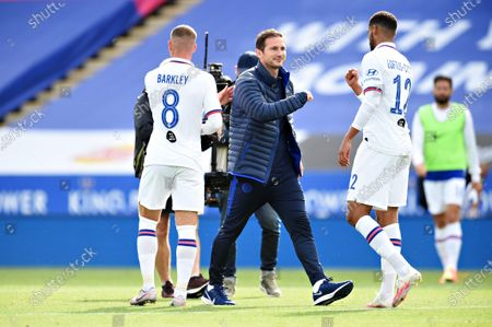 Frank Lampard manager of Chelsea talks to Ruben Loftus-Cheek of Chelsea after the match.
