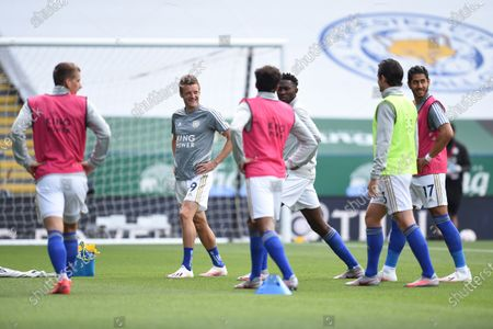 Jamie Vardy of Leicester City and team mates warms up.