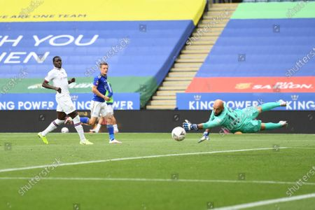 Jamie Vardy of Leicester City has a shot on goal.