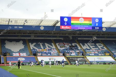 A rainbow graphic is displayed on the screen during the game.