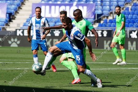 RCDE Stadium, Barcelona, Catalonia, Spain; David Lopez holds off the challenge from Amadou; La Liga Football, Real Club Deportiu Espanyol de Barcelona versus Leganes.