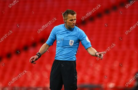 Referee Michael Salisbury
