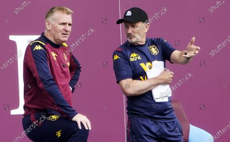 Aston Villa manager Dean Smith (L) and assistant Richard O'Kelly during the English Premier League match between Aston Villa and Wolverhampton in Birmingham, Britain, 27 June 2020.