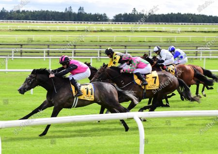 Curragh BIG GOSSEY & Michael Hussey (leaing pink & black) head for home to win the DUbai Duty Free Tennis Championships Handicap from FLAMING MOON & TAGGALO