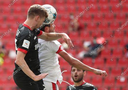Leverkusen's Mitchell Weiser (L) and Danny Latza (C) of Mainz in action while Leverkusen's Kevin Volland (back) watches during the German Bundesliga soccer match between Bayer 04 Leverkusen and FSV Mainz 05 in Leverkusen, Germany, 27 June 2020.