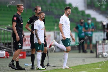 Claudio Pizarro (R) of Werder Bremen during the German Bundesliga soccer match between SV Werder Bremen and 1. FC Koeln at Wohninvest Weserstadion in Bremen, Germany, 27 June 2020.