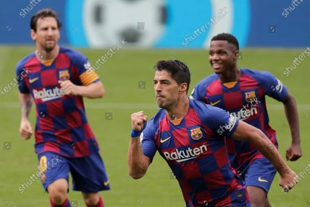 Barcelona's Luis Suarez, center, celebrates after scoring his side's second goal during a Spanish La Liga soccer match between RC Celta and Barcelona at the Balaidos stadium in Vigo, Spain