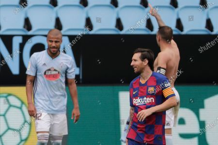 Barcelona's Lionel Messi, second right, reacts after Celta Vigo's Iago Aspas scored his side's second goal during a Spanish La Liga soccer match between RC Celta and Barcelona at the Balaidos stadium in Vigo, Spain