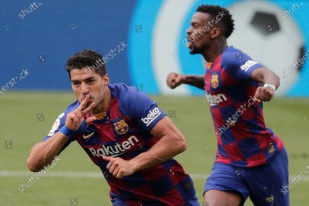 Barcelona's Luis Suarez, left, celebrates after scoring his side's second goal during a Spanish La Liga soccer match between RC Celta and Barcelona at the Balaidos stadium in Vigo, Spain