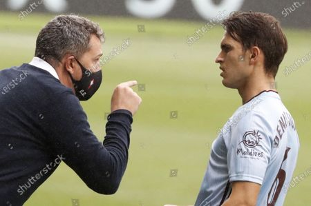 Celta Vigo's head coach Oscar Garcia (L) gives instructions to Denis Suarez (R) during the Spanish La Liga soccer match between Celta Vigo and FC Barcelona at Balaidos Stadium in Vigo, northern Spain, 27 June 2020.