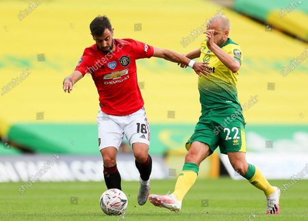 Teemu Pukki (R) of Norwich in action against Bruno Fernandes (L) of Manchester United during the English FA Cup quarter final soccer match between Norwich City and Manchester United in Norwich, Britain, 27 June 2020.