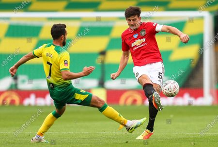 Lukas Rupp (L) of Norwich in action against Harry Maguire (R) of Manchester United during the English FA Cup quarter final soccer match between Norwich City and Manchester United in Norwich, Britain, 27 June 2020.