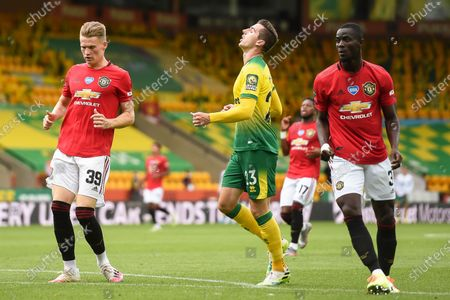 Kenny McLean (C) of Norwich reacts during the English FA Cup quarter final soccer match between Norwich City and Manchester United in Norwich, Britain, 27 June 2020.