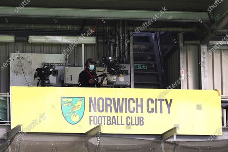 A TV camera operator wears a protective face mask during the English FA Cup quarter final soccer match between Norwich City and Manchester United in Norwich, Britain, 27 June 2020.